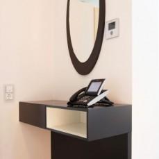 Garderobenanrichte mit Spiegel