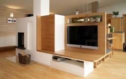 TV Wand mit Kamin